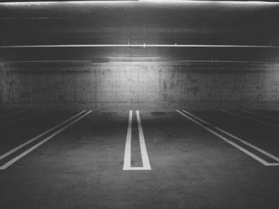 Définition d'un espace de stationnement et différence entre parking, garage et box